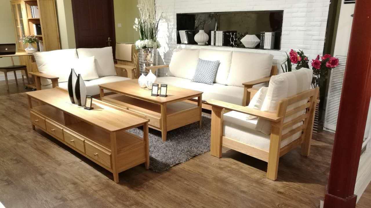套房,床、衣柜、沙发、书桌、餐桌、椅子